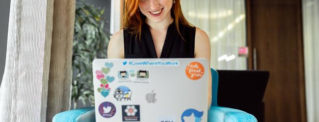 femme inscrite en bootcamp de data engineer sur Marseille